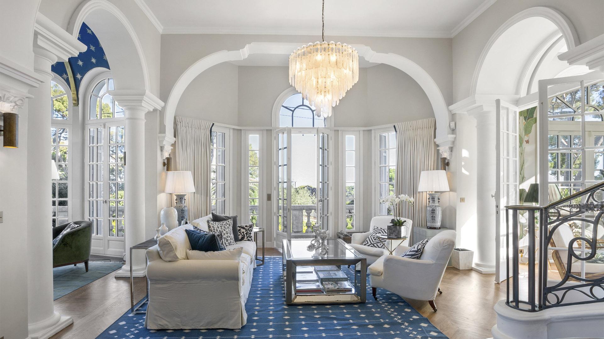 grande portes-fenêtre blanche style classique